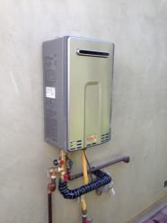 Outdoor Rinnai Tankless 9.8 GPM.